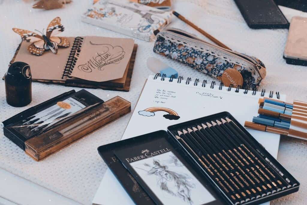 how much do fine artists make